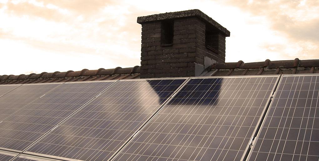 des panneaux photovoltaïques sur une maison