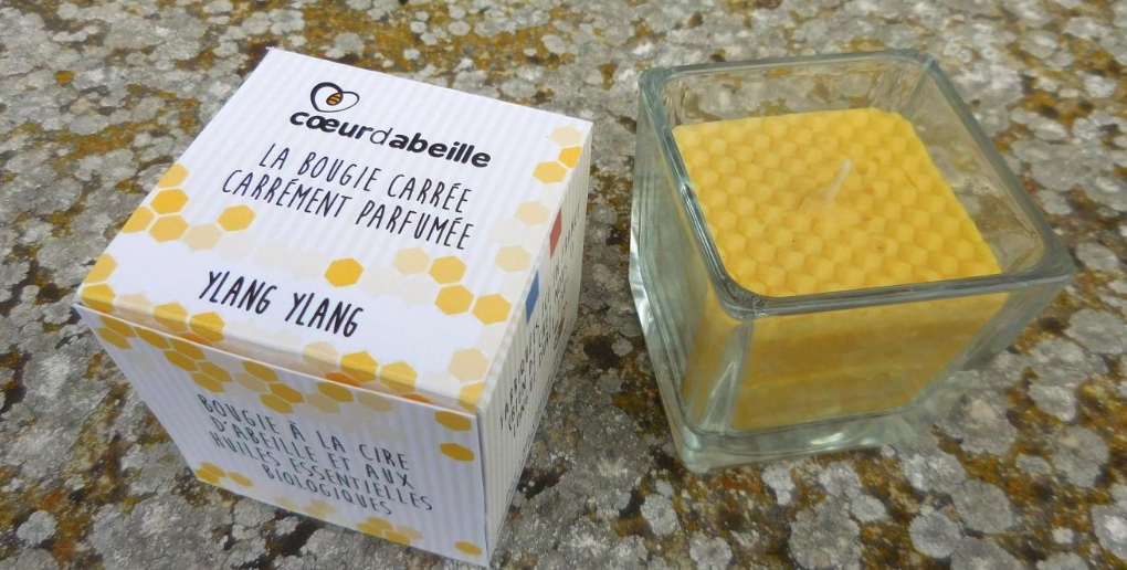 photo d'une bougie et du packaging de la start-up coeur d'abeille