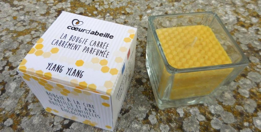 photo d'une bougie et du packaging de la start-up coeur d'abeille