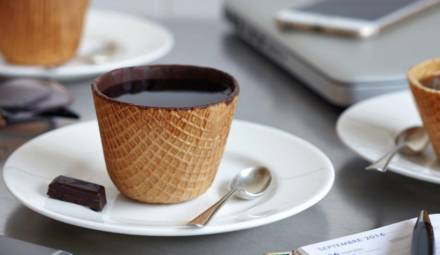 des tasses comestibles conçues par la start-up tassiopée