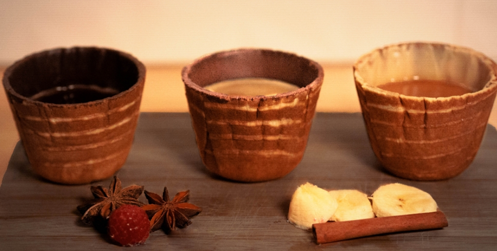 des tasses en biscuit conçues par tassiopée