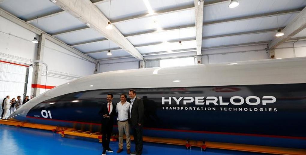 capsule de passagers de l'hyperloop HTT