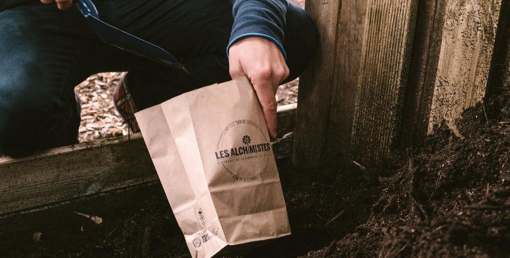 un sac pour contenir le compost issu de la solution des Alchimistes