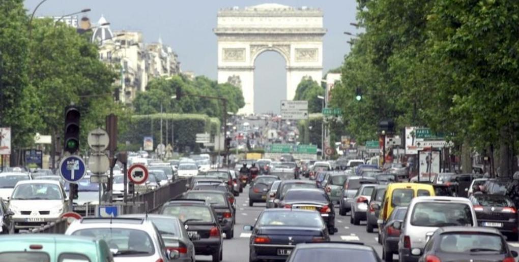 embouteillages paris champs-élysées