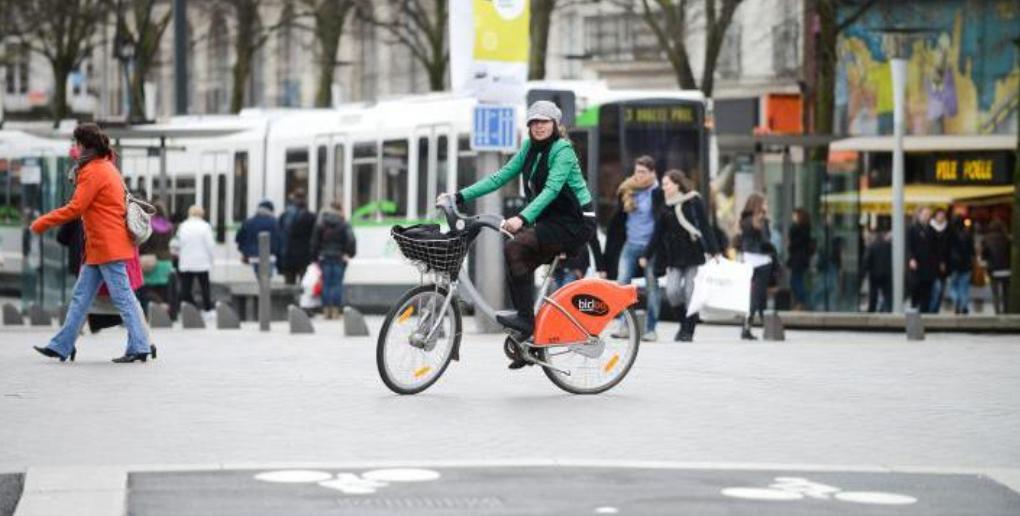 tram et vélo à nantes