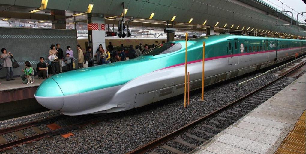 le shinkansen est un exemple de biomimetisme