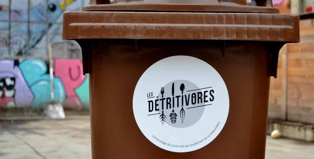 poubelle avec logo les détritivores