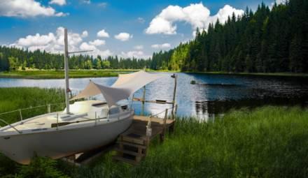 athô réemploi de vieux bateaux en hébergements
