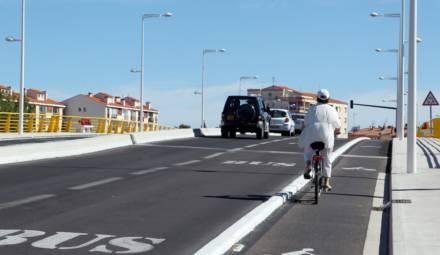 piste cyclable et voie de bus