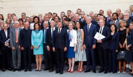 la remise du fashion pact lors du G7