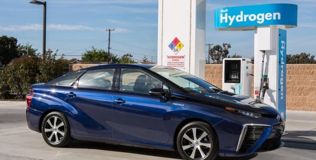 Un voiture à une borne à hydrogène