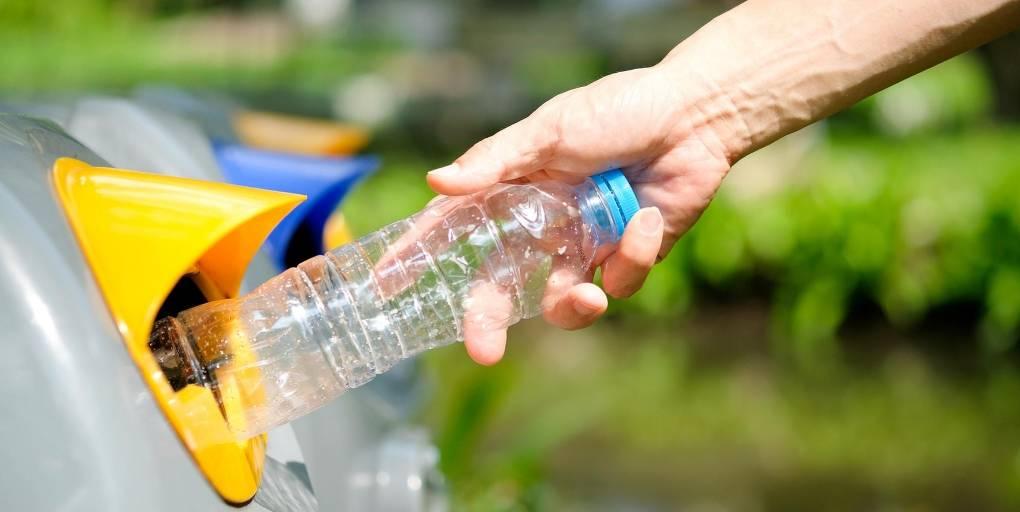 bouteille plastique poubelle