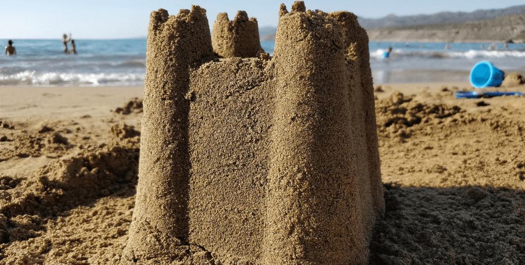chateau de sable sur une plage