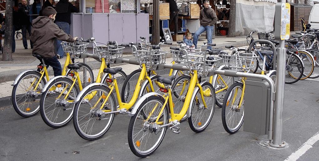 "les vélos jaunes ""Yélo"" de La Rochelle"