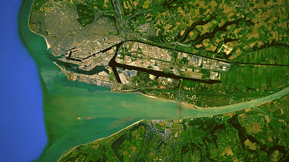 vue aérienne embouchure mer