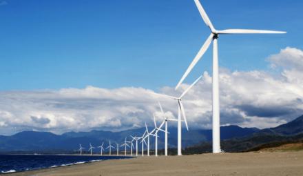 éoliennes sur une plage