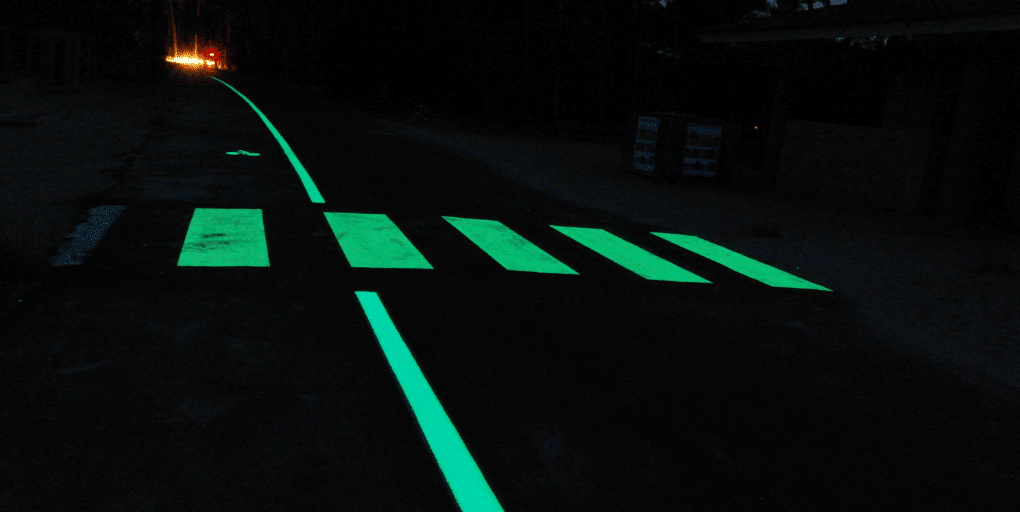 passage piéton éclairé par photoluminescence