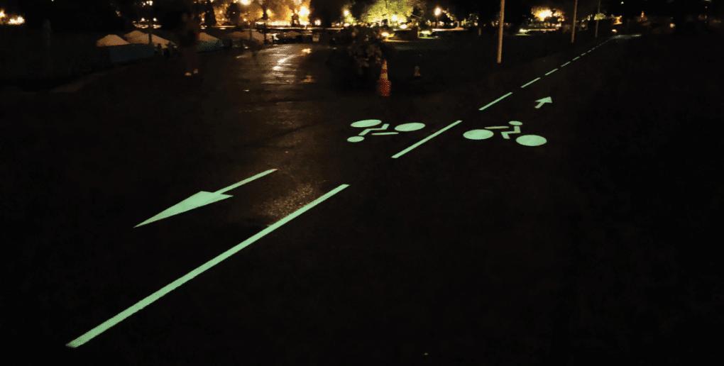 piste cyclable éclairée par photoluminescence