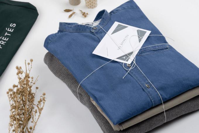 une pile de vêtements proposés par la marque les apprêtés