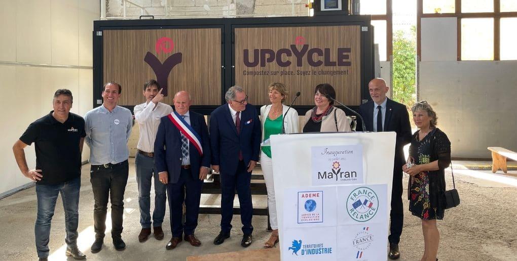 Les cofondateurs d'Upcycle avec Richard Ferrand et des élus aveyronnais