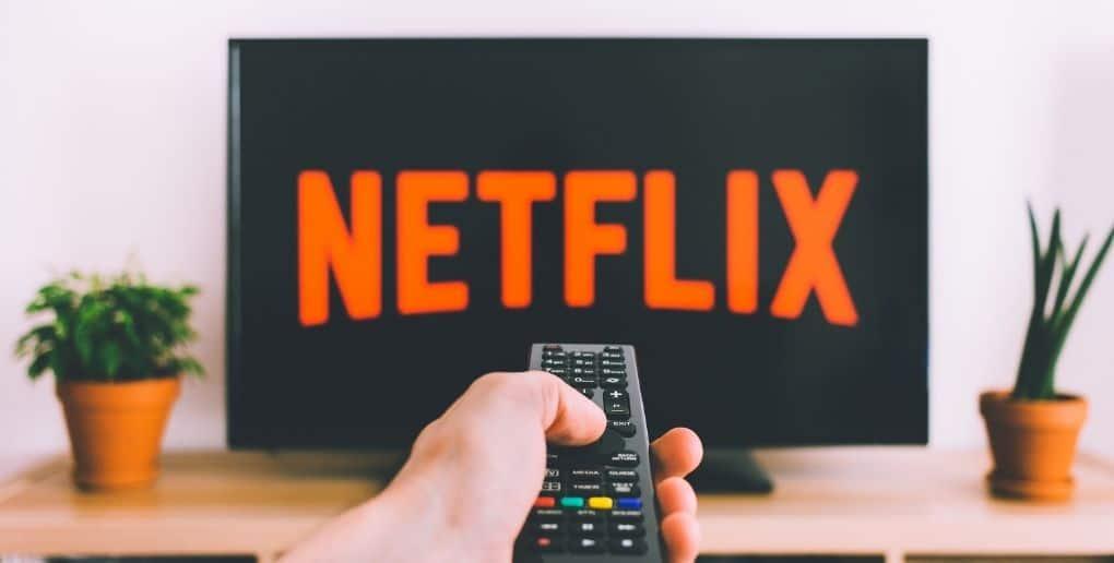 Téléviseur affichant le logo Netflix