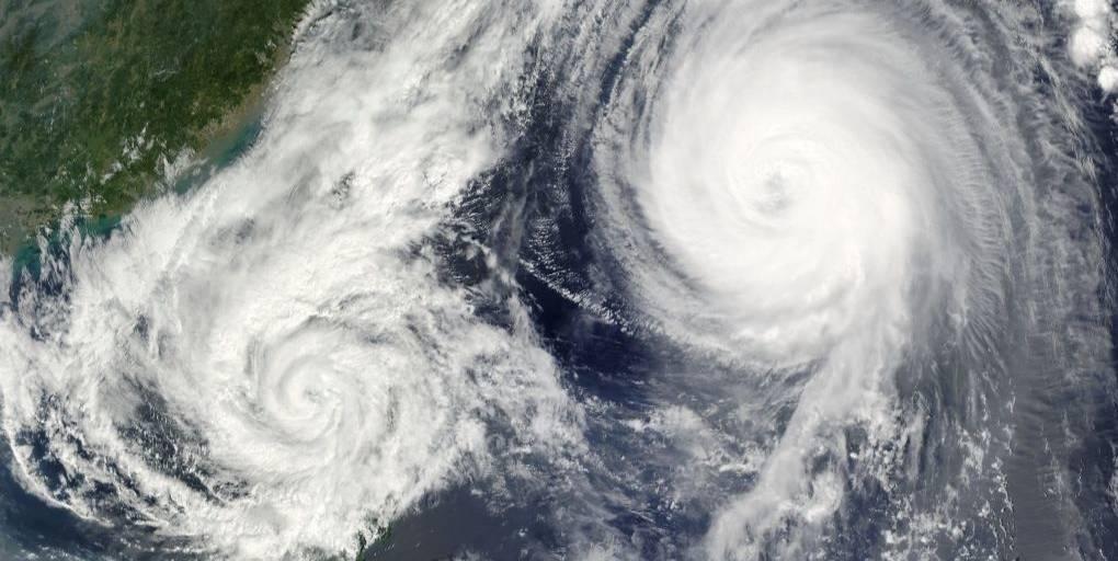 vue satellite de deux ouragans